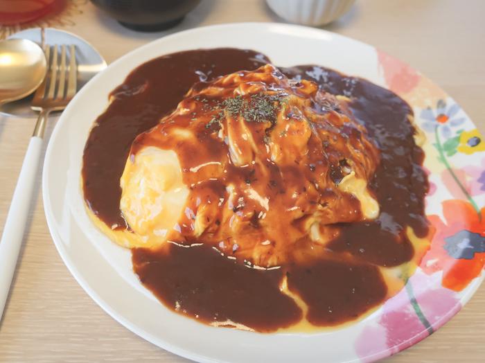 今日のお昼ご飯はオムハヤシ