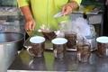 チェンマイ ターペー通りサラーモーンオーソットの生姜茶ナー