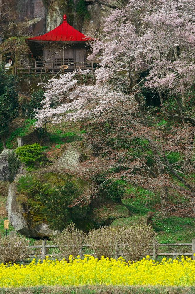 那須町芦野「堂の下の岩観音」