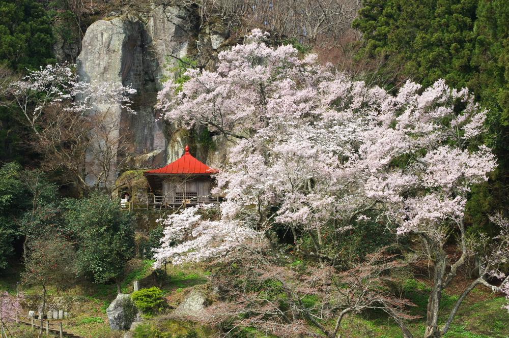 那須町芦野「堂の下の岩観音」全体