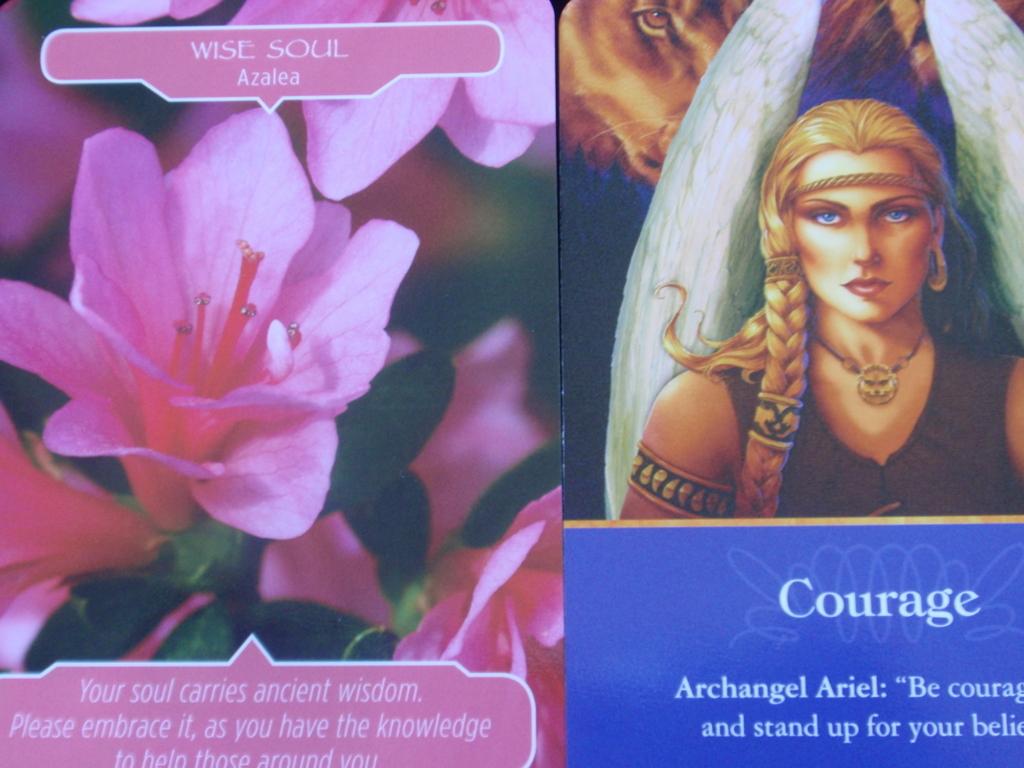 フラワーセラピーオラクルカードと大天使オラクルカード