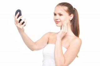敏感肌の化粧品ってなにを選べばいいの化粧水や保湿クリームにファンデーション。色んなメーカーがあるけれど敏感肌におすすめの化粧品メーカーの商品の口コミを紹介します。