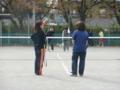 作戦を練る(手前:左から野々山さん、伊藤さん 奥:左から阿武さん