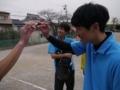誰かの右腕と小嶋さんとそれを見つめる鈴木さん
