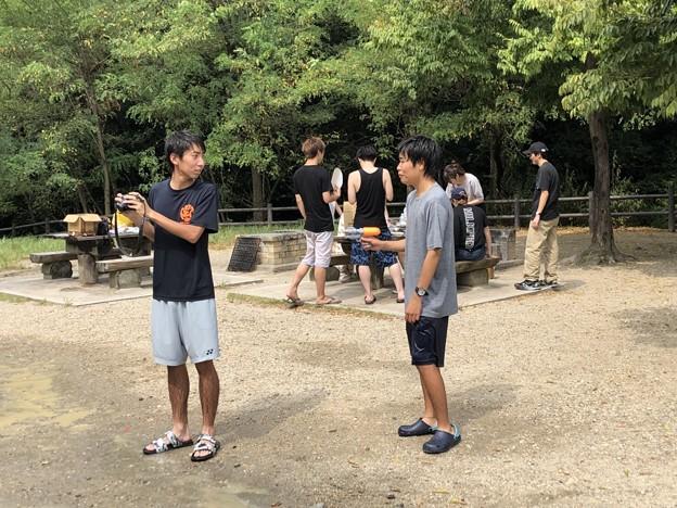 信政「北野さんカメラ貸してください。打ちますよ?」(水鉄砲)