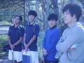 試合観戦中②(手前から、渕さん、加藤さん、吉田、加藤)