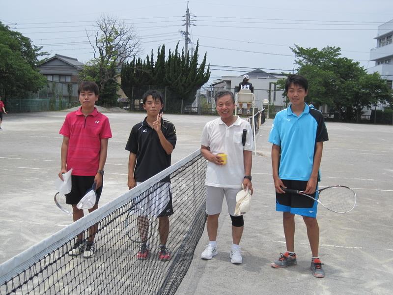 試合後①(右から井戸、永谷さん、野津、信政)