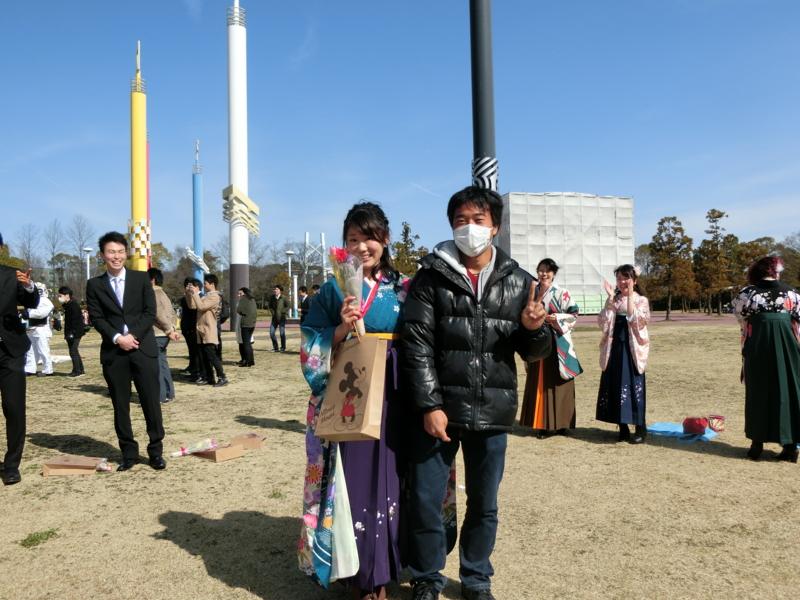 河津さん卒業おめでとうございます(左から河津さん、加藤)