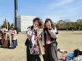 卒業おめでとうございます(左から青山さん、牧)