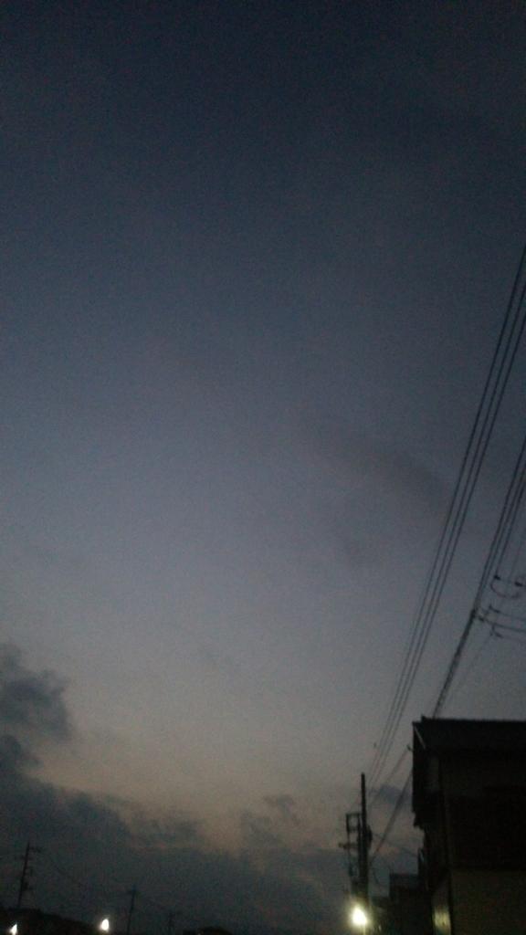 散歩往路での空の風景です