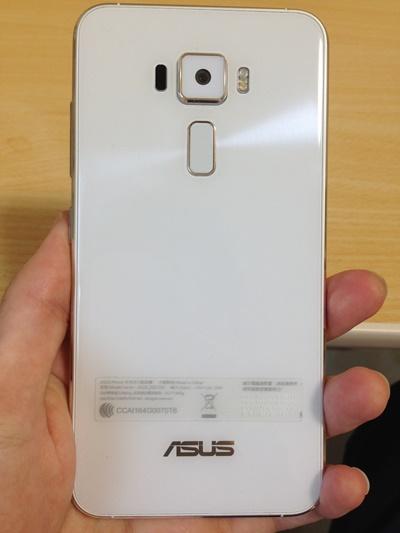 ZenFone3背面