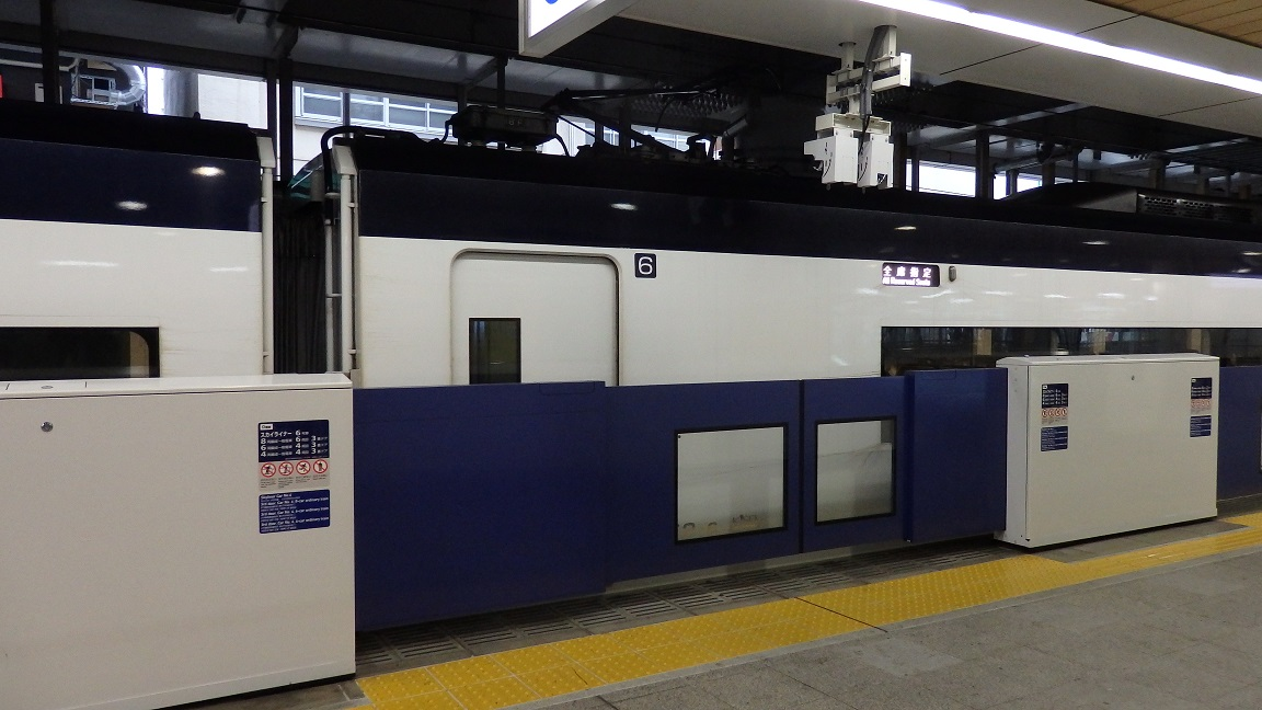 日暮里駅0番線ホームドア