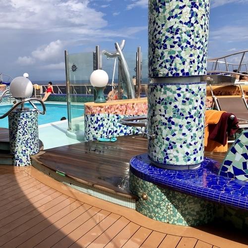 モザイクアートが美しいプールとジャグジー(Playa Del Sol)