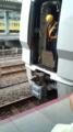 米原駅5番線に彦根方向から近づく北陸本線の後部車両