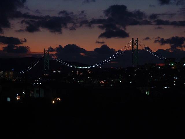 夕闇の明石海峡大橋