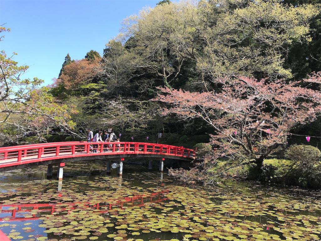 湖にかかる弁天橋