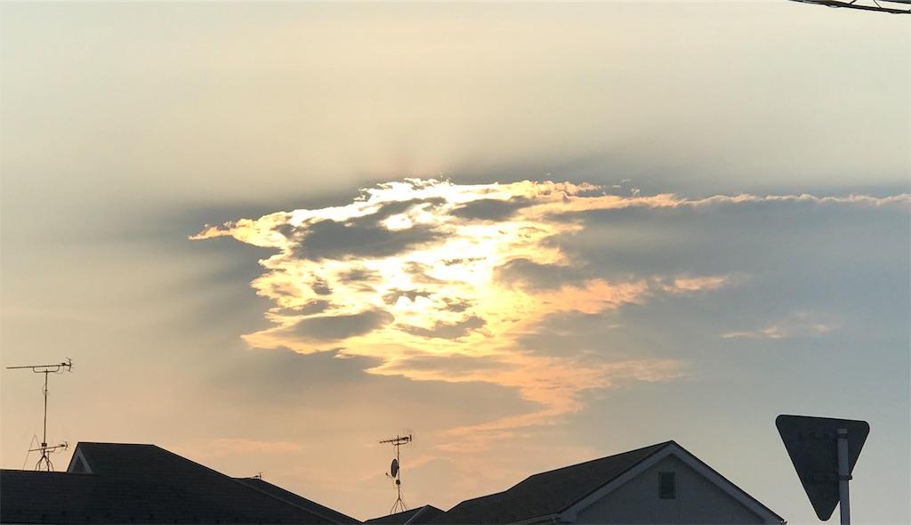 雲の向こうの夕陽