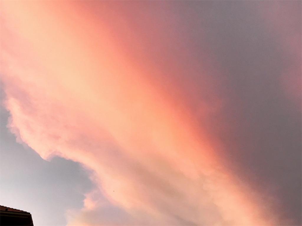 紅色の雲の塊