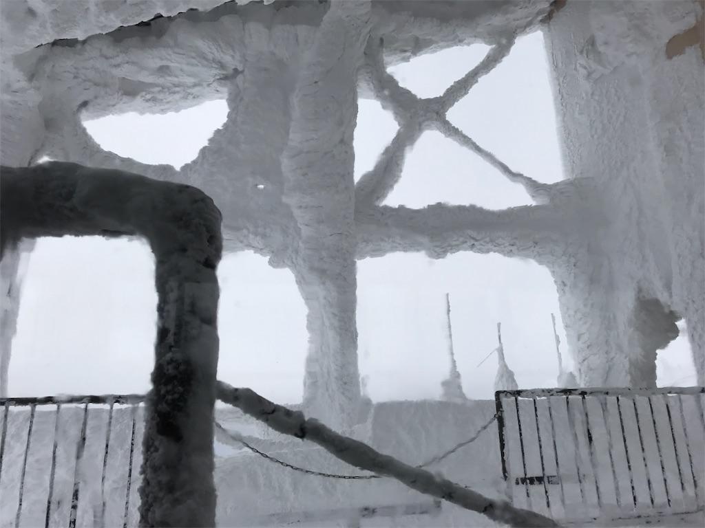 雪の城のような、ロープウエイ山頂駅。