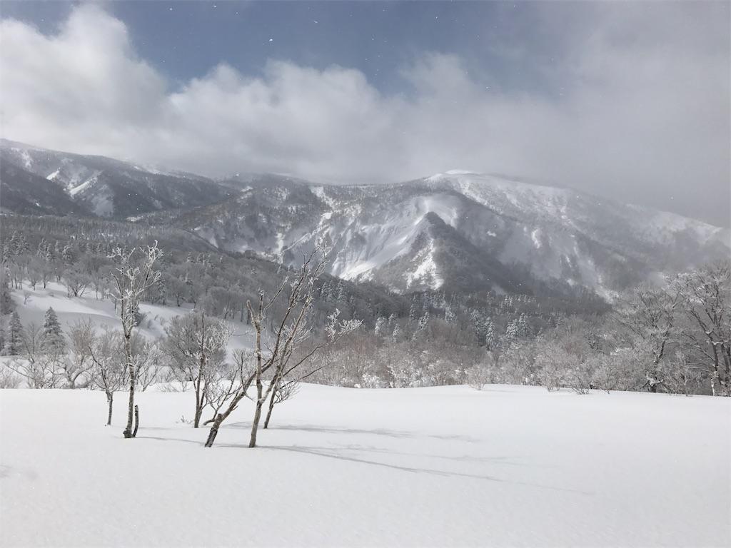 青空と硫黄岳。