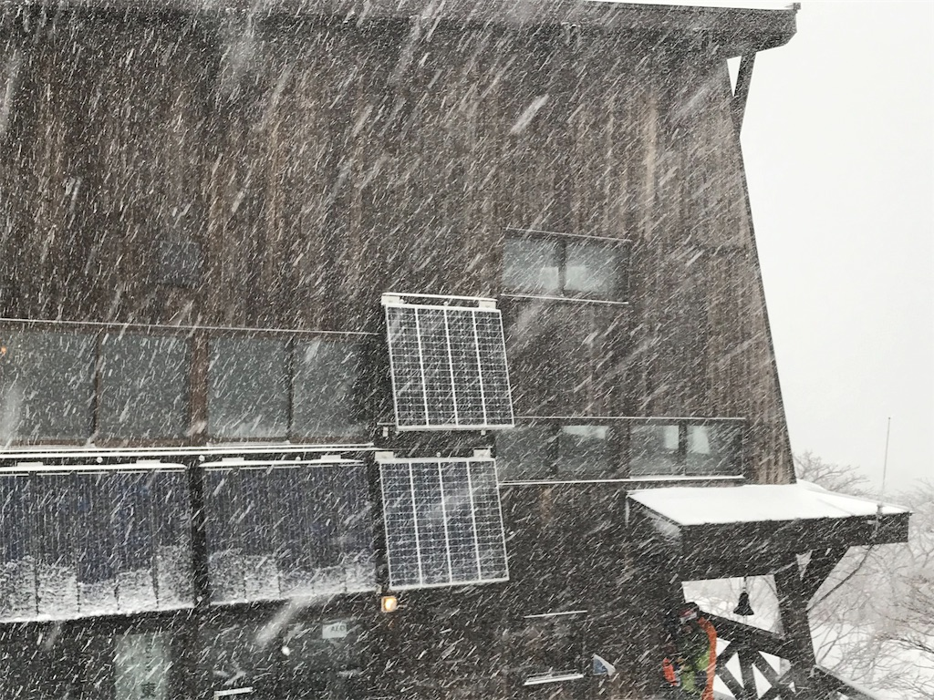 猛吹雪とくろがね小屋