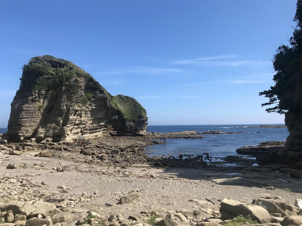 岩場の小さな湾