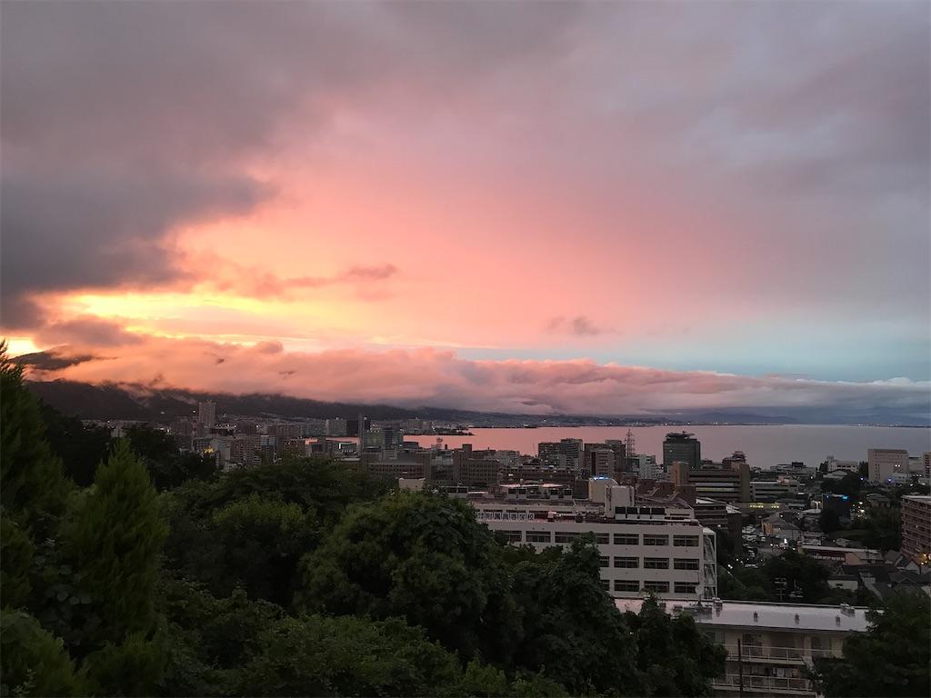 雨上がりの夕暮れの琵琶湖
