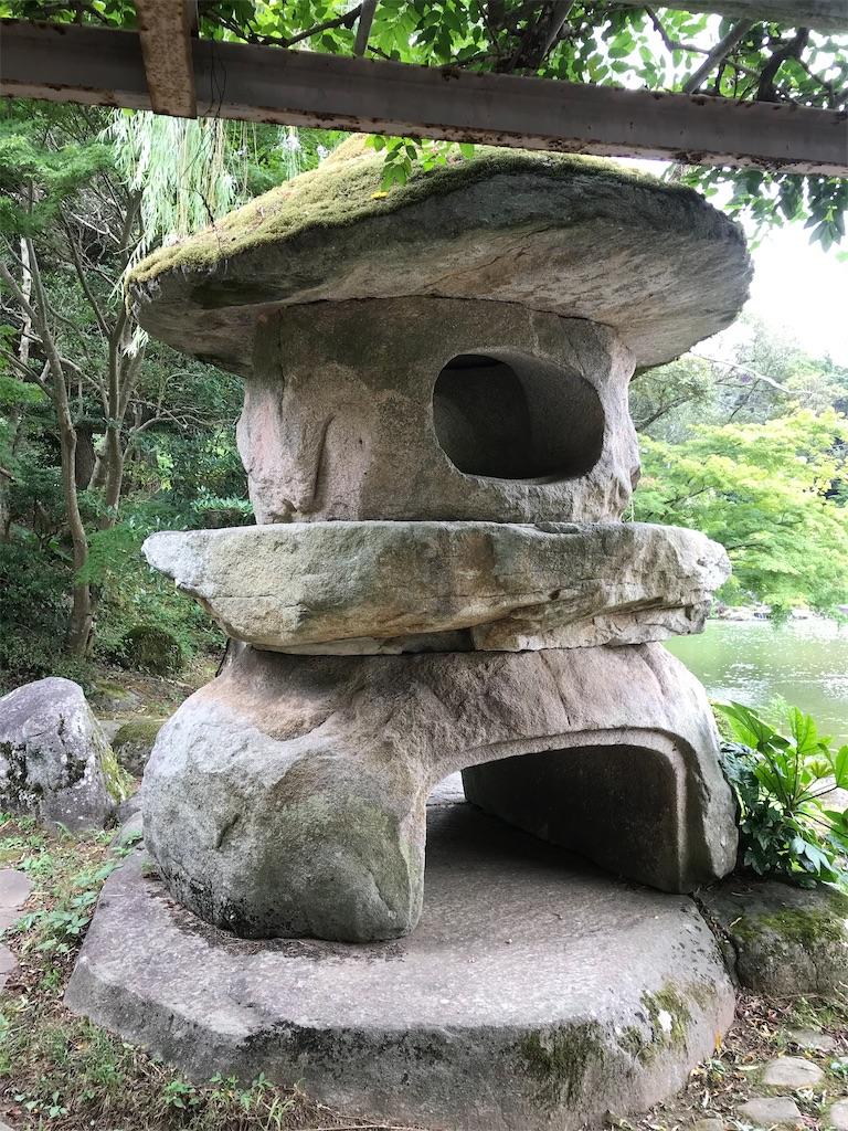 巨大な石灯籠