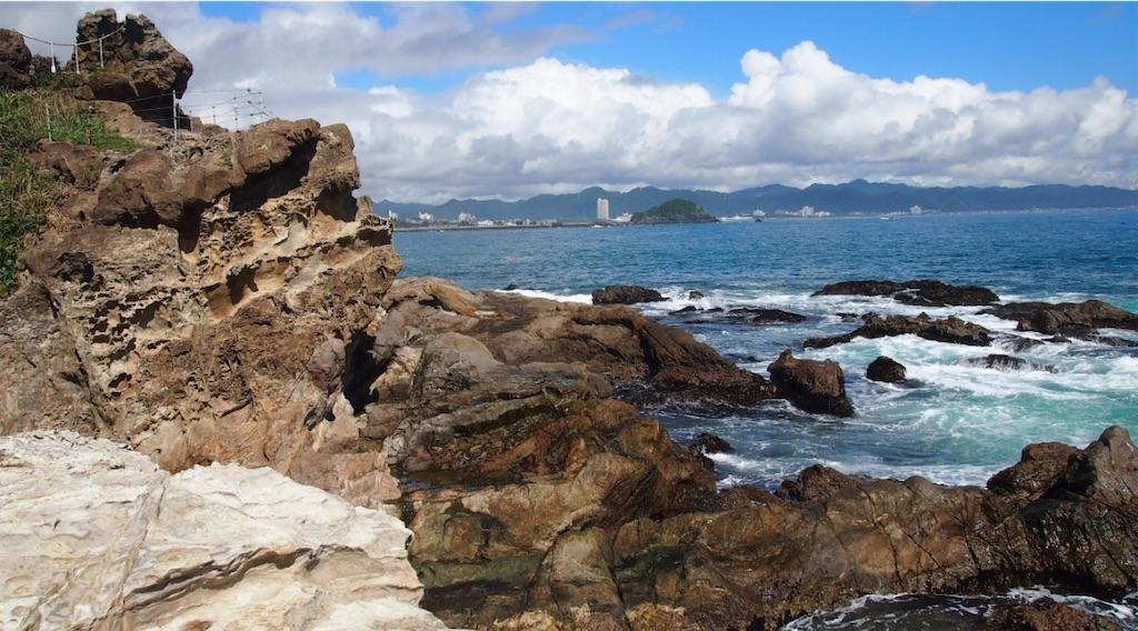 神楽岩と海