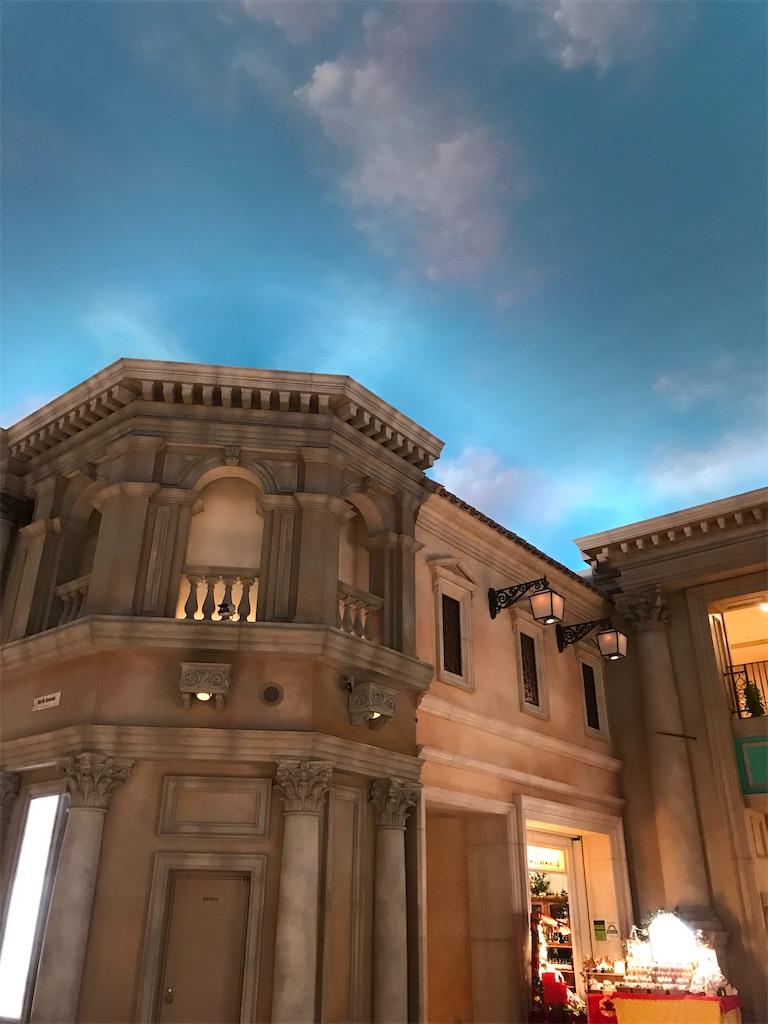 青い空に変化した天井