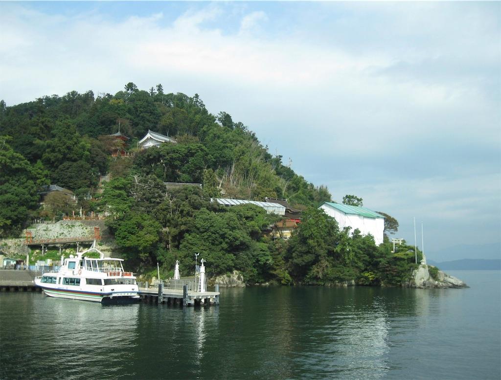 奈良時代に僧行基がやってきたのが信仰の始まりと伝わる島
