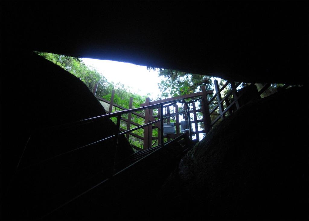 岩窟巡りの入り口を振り返ったところ