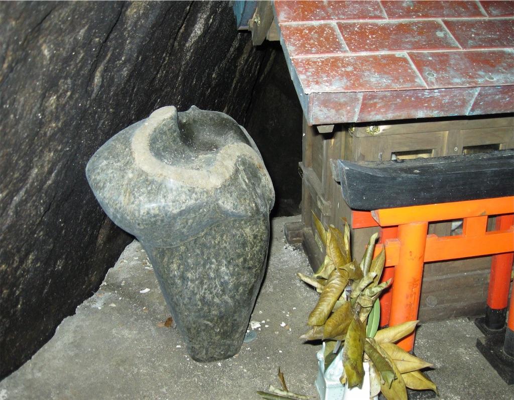 見事な蛇石が。