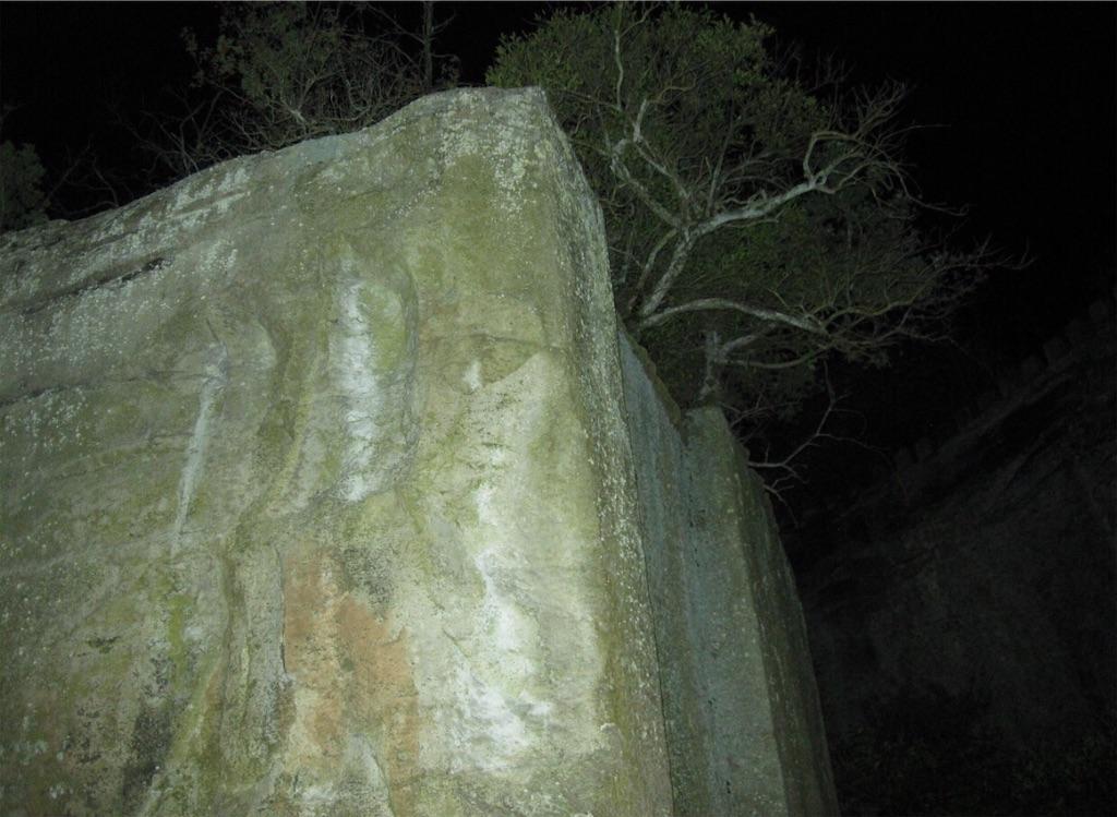 石の宝殿の御神体・天の浮石