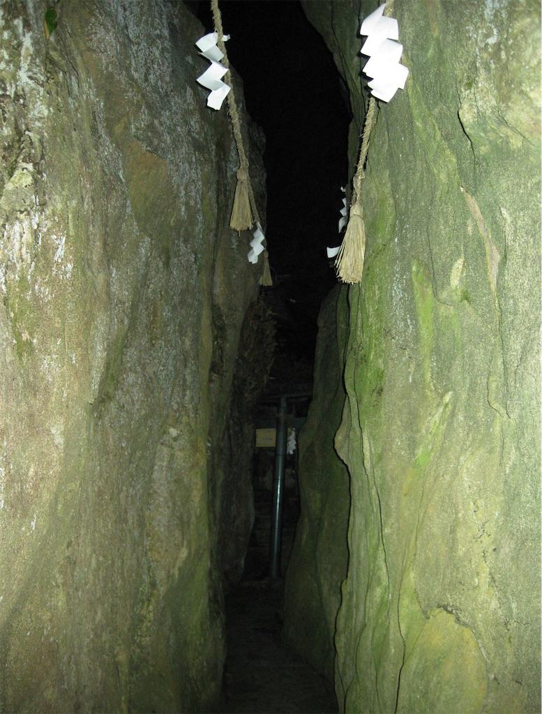高さ12mの夫婦岩