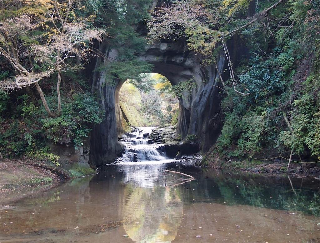 濃溝の滝・亀岩の洞窟