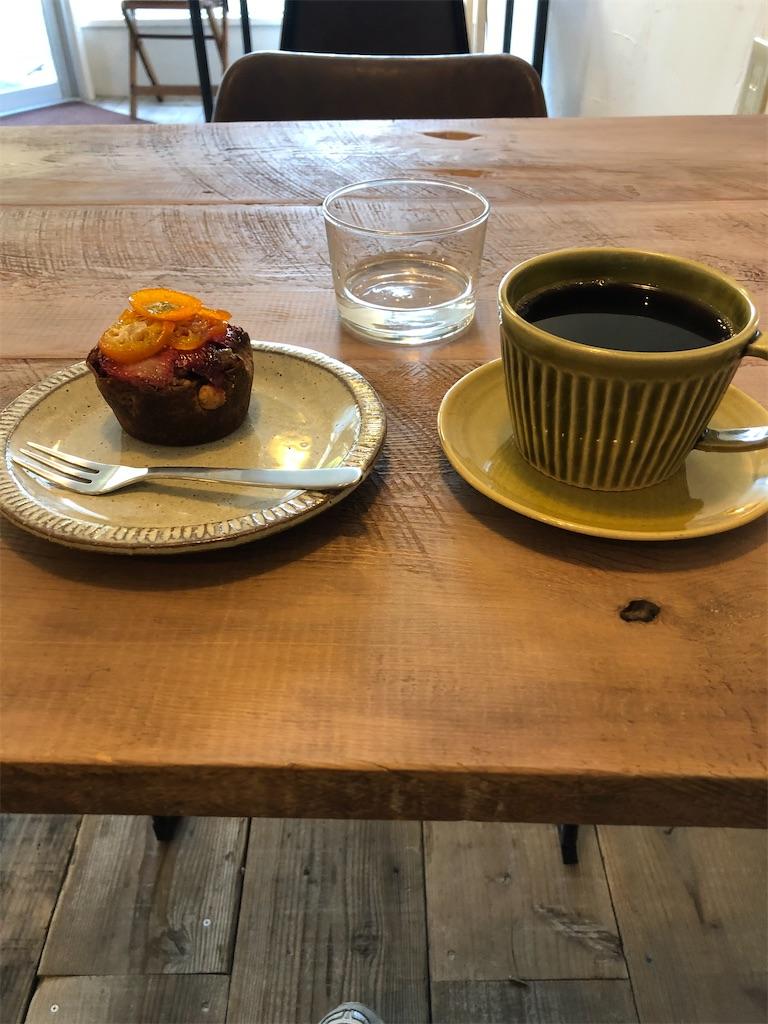 美味しいタルトとコーヒー
