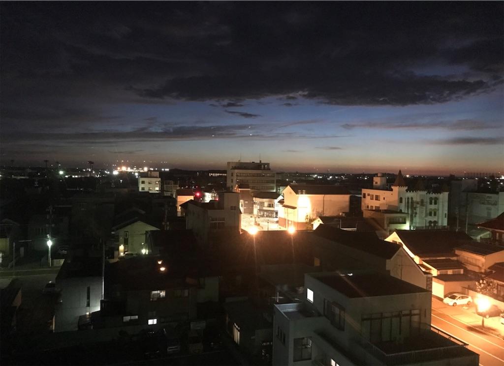 夜の小松の町