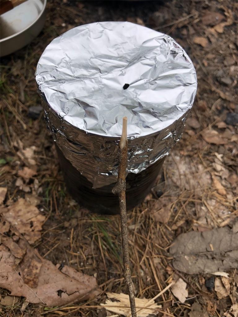 アルミ箔で蓋をきっちりし、小さな穴を開けます。