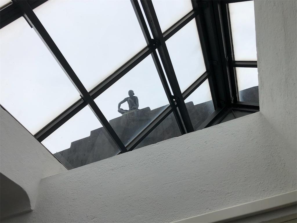 ふんだんに光を取り込むためのガラス屋根。
