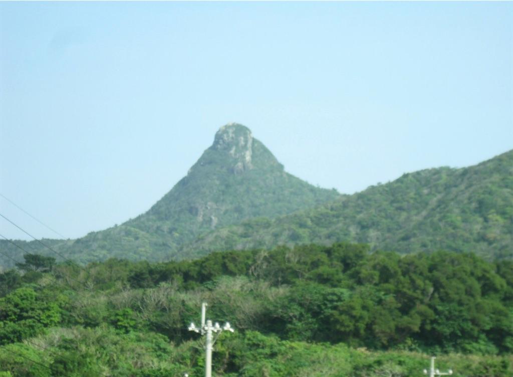 野底マーペの岩峰。