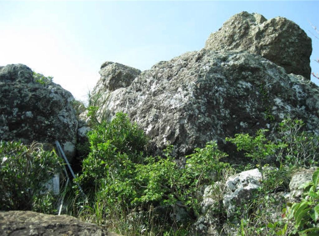 山頂の岩場