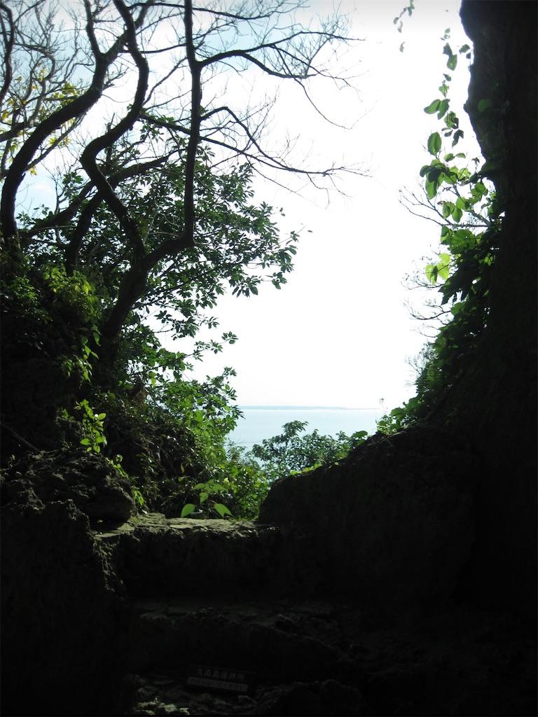 チョウノハナの正面に久高島が見えます。