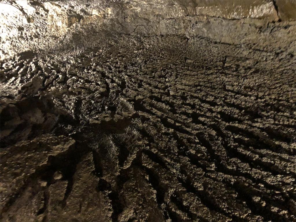 洞窟の溶岩流