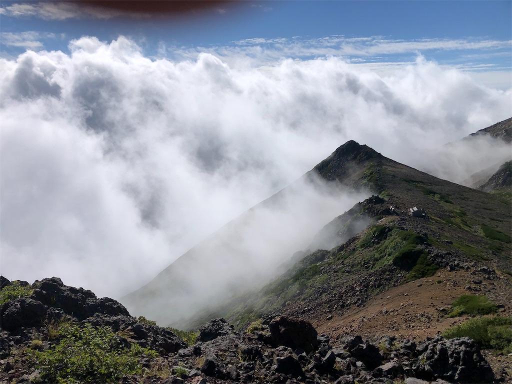 山から湧き上がる雲海。