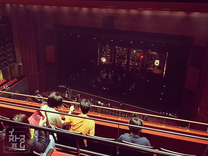ロームシアター京都 エグイ角度の4階席