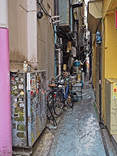 新宿の裏通り 3