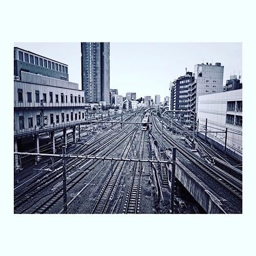 新宿を走る中央線かな