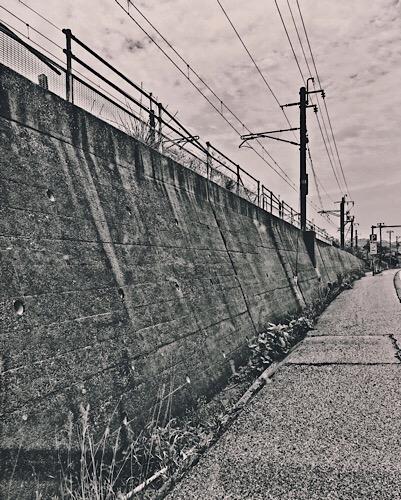 鶴岡市の線路下から