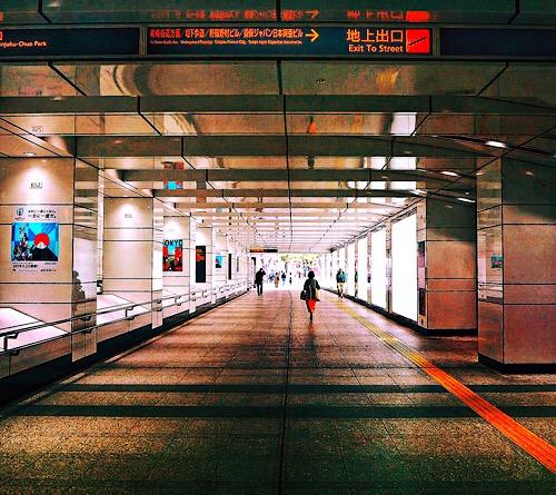 西新宿地下道 201904c